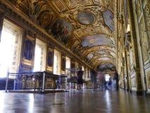 Ett galleri inom Louvre, Paris Royaltyfria Foton