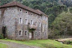 Ett gammalt övergett stenhus på Rio Grande do Sul - Brasilien Fotografering för Bildbyråer
