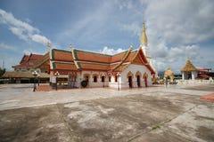 Ett gammalt buddistiskt tempel mot skyen Royaltyfria Foton