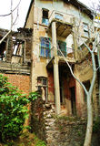 Ett gammalt förstört sommarhus Arkivbilder