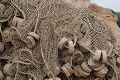 Ett gammalt fisknät i ett fiskeläge Royaltyfria Foton