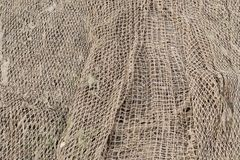 Ett gammalt fisknät i ett fiskeläge Arkivbilder