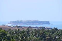 Ett gammalt forntida fort på en ö i havet - Suvarnadurga fort Arkivbilder