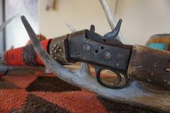 Ett gammalt gevär Arkivbild