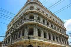 Ett gammalt glömt hus från koloniala tider står offret av kubansk desperation för lyfta av sanktioner royaltyfri foto