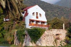 Ett gammalt hus i gamla Gagra Arkivfoto