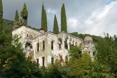 Ett gammalt hus i gamla Gagra Arkivfoton