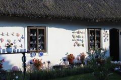 Ett gammalt hus med keramik royaltyfri foto