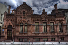 Ett gammalt hus med skulpturer Fotografering för Bildbyråer