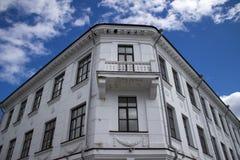 Ett gammalt hus på invallningen arkivfoto