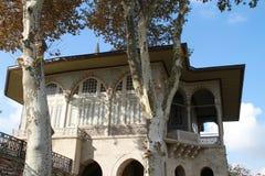 Ett gammalt kungligt hus i den Topkapi slotten, Istanbul, Turkiet Royaltyfria Bilder