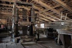 Ett gammalt sågverk i Sverige arkivbild