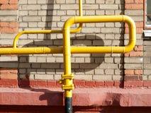 Ett gasnav på fasaden av den bostads- byggnaden Arkivfoto