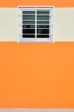 Ett glass fönster med fallet Arkivfoto