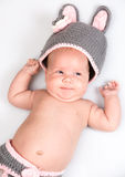 Ett gulligt nyfött litet behandla som ett barn att sova för flicka Royaltyfri Foto