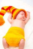 Ett gulligt nyfött litet behandla som ett barn att sova för flicka Royaltyfria Foton