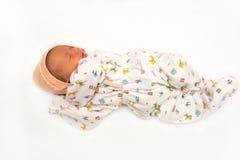 Ett gulligt nyfött litet behandla som ett barn att sova för flicka Använd det för ett barn, PA Royaltyfri Foto