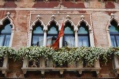 Ett härligt fönster i Venedig arkivfoto