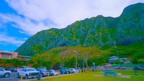 Ett härligt grönt landskap av ett berg på Oahu i hawaii royaltyfri bild