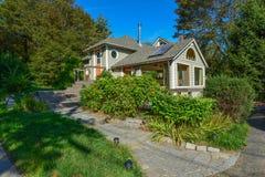 Ett härligt historiskt hem på den Maine kusten arkivfoto