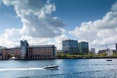 Ett härligt stadslandskap, kanalinvallningen i Köpenhamnen Danmark Royaltyfria Bilder