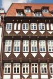 Ett högväxt och gammalt hus Royaltyfri Fotografi