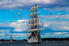 Ett högväxt skepp med seglar Royaltyfria Foton