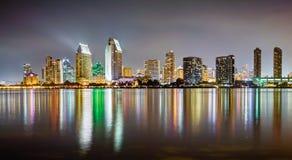 Ett HDR foto av horisonten av San Diego från den islan Coronadoen Royaltyfri Foto