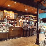 Ett hemtrevligt kafé Arkivbilder