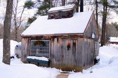 Ett hus för lönnsocker i vinter royaltyfri bild