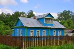 Ett hus i Tarusa, Ryssland Arkivfoton