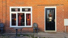 Ett hus som dekoreras för halloween Royaltyfri Fotografi