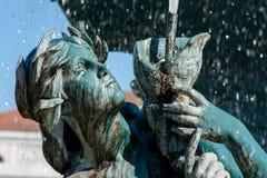Ett huvud av en staty som dekorerar den Rossio springbrunnen i Lissabon royaltyfria bilder
