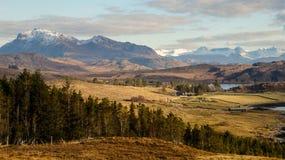 Ett idylliskt bilavbrott i den skotska Skotska högländerna royaltyfria bilder