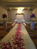 Ett inomhus bröllop Fotografering för Bildbyråer