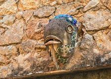 Ett keramiskt fiskhuvud, Deia, Mallorca Arkivfoton