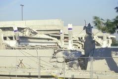 Ett kollapsat parkeringsgarage på en Northridge köpcentrum på epicentret av jordskalvet 1994 Arkivfoton