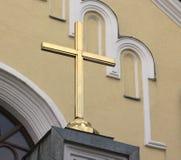 Ett kors på catholickdomkyrkan Arkivfoton