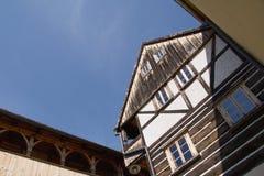 Ett korsvirkes- hus i staden Ustek Arkivbilder