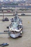 Ett krigskepp HMS Belfast på flodThemsen, London, Förenade kungariket fotografering för bildbyråer