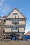 Ett krokigt hus arkivbild