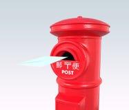 Ett kuvertflyg in i en röd tappningjapanpostbox Arkivbilder