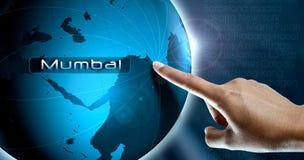 Ett kvinnafinger och ett jordklot, mumbai Royaltyfria Bilder
