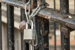 Ett lås och en kedja Arkivbild