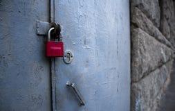 Ett lås på dörren Royaltyfria Bilder