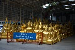 Ett lager shoppar sälja religiösa skulpturer bangkok thailand Royaltyfri Foto
