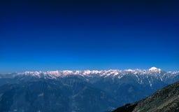 Ett landskap av Himalaya bergskedjan från Indien arkivfoto