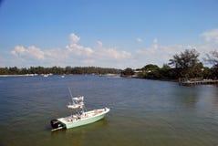 Ett litet fartyg i den intercoastal Florida Fotografering för Bildbyråer