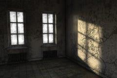 Ett litet rum i fattigt villkor med två fönster Royaltyfria Bilder