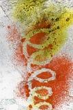 Ett litet stycke av märkes- målat glass med en ljus spiral modell royaltyfri fotografi